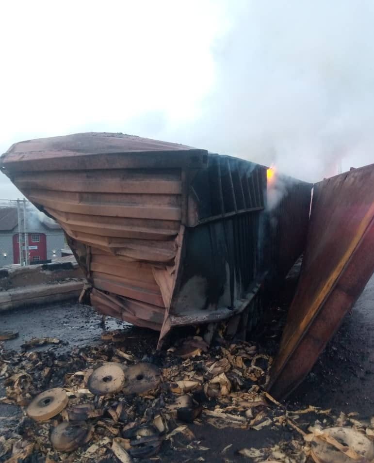Gridlock as fire erupts in petrol tanker, trailer accident on Lagos-Ibadan expressway